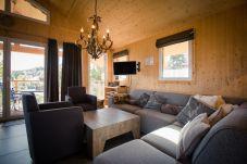 Chalet Wohnbereich Couch Couchtisch Turrach