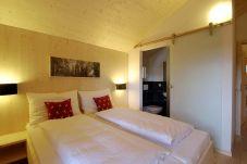Chalet Doppelbettzimmer mit Bad Turrach