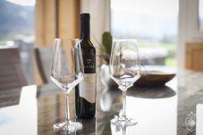 Esstisch Wein Gläser Deko