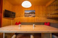 Ferienhaus Steiermark Hohentauern Holztisch Essbereich