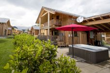 Chalet Jacuzzi Sommer Terrasse