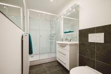 Badezimmer Waschbecken Dusche WC