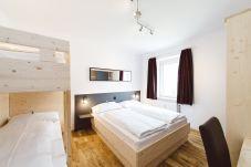 Schlafzimmer Doppelbett Stockbett