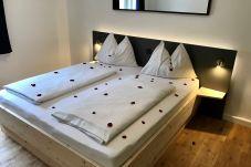 Doppelbett Lampen Appartement Reichenstein