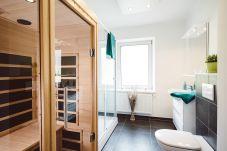 Badezimmer Dusche Infrarotkabine Waschbecken WC