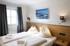 Aquamarin Tauernsuites Mitterwirt zwei Schlafzimmer Bild Betten