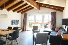 Aquamarin Wohnbereich Wohnzimmer Sofa Couch Kabel TV