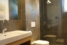 Badezimmer Dusche WC Suite Appartement Piesendorf Zell am See Kaprun